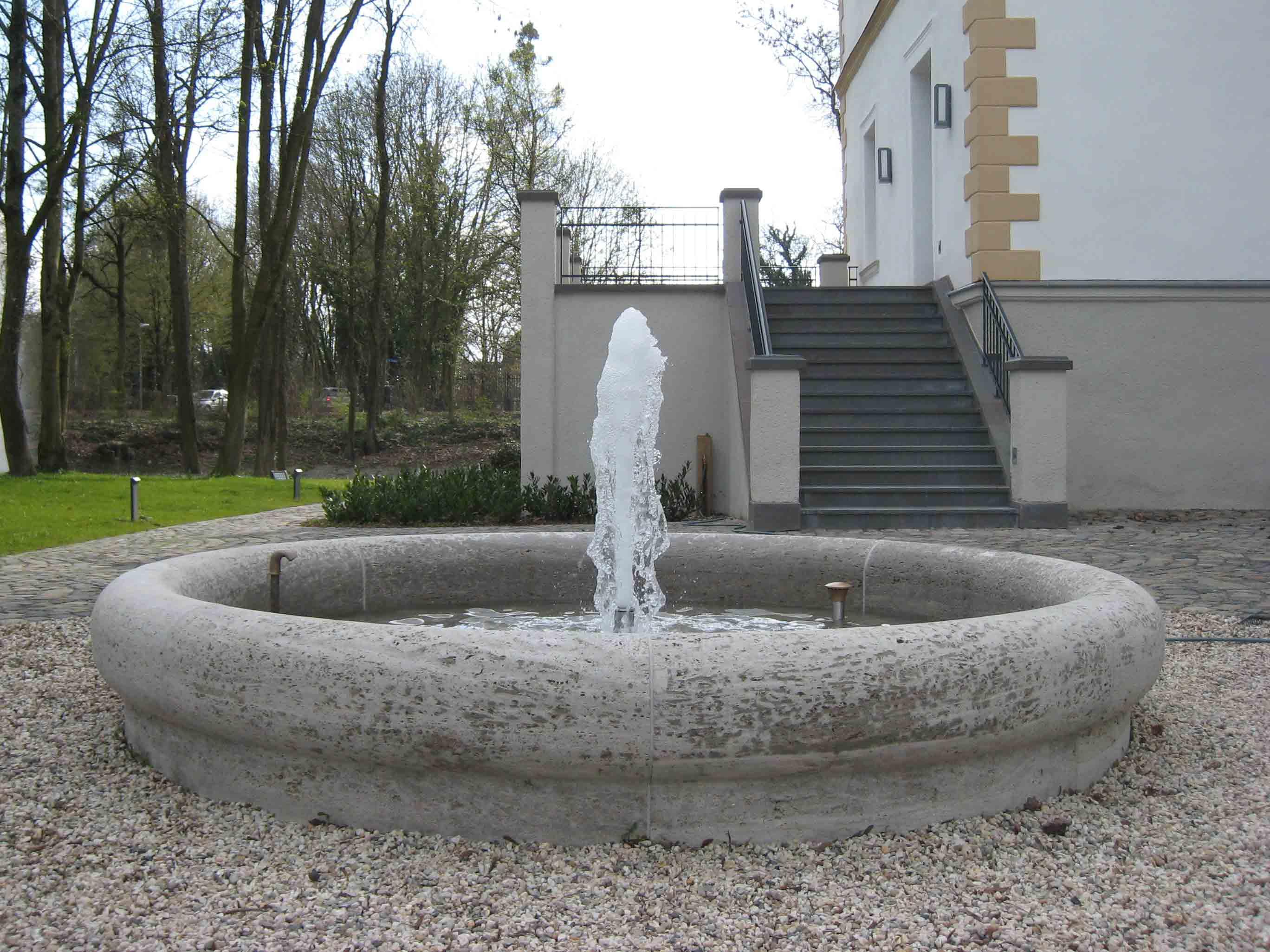 historischer_brunnen_rittersgut_stoermede01_4x3_web.jpg