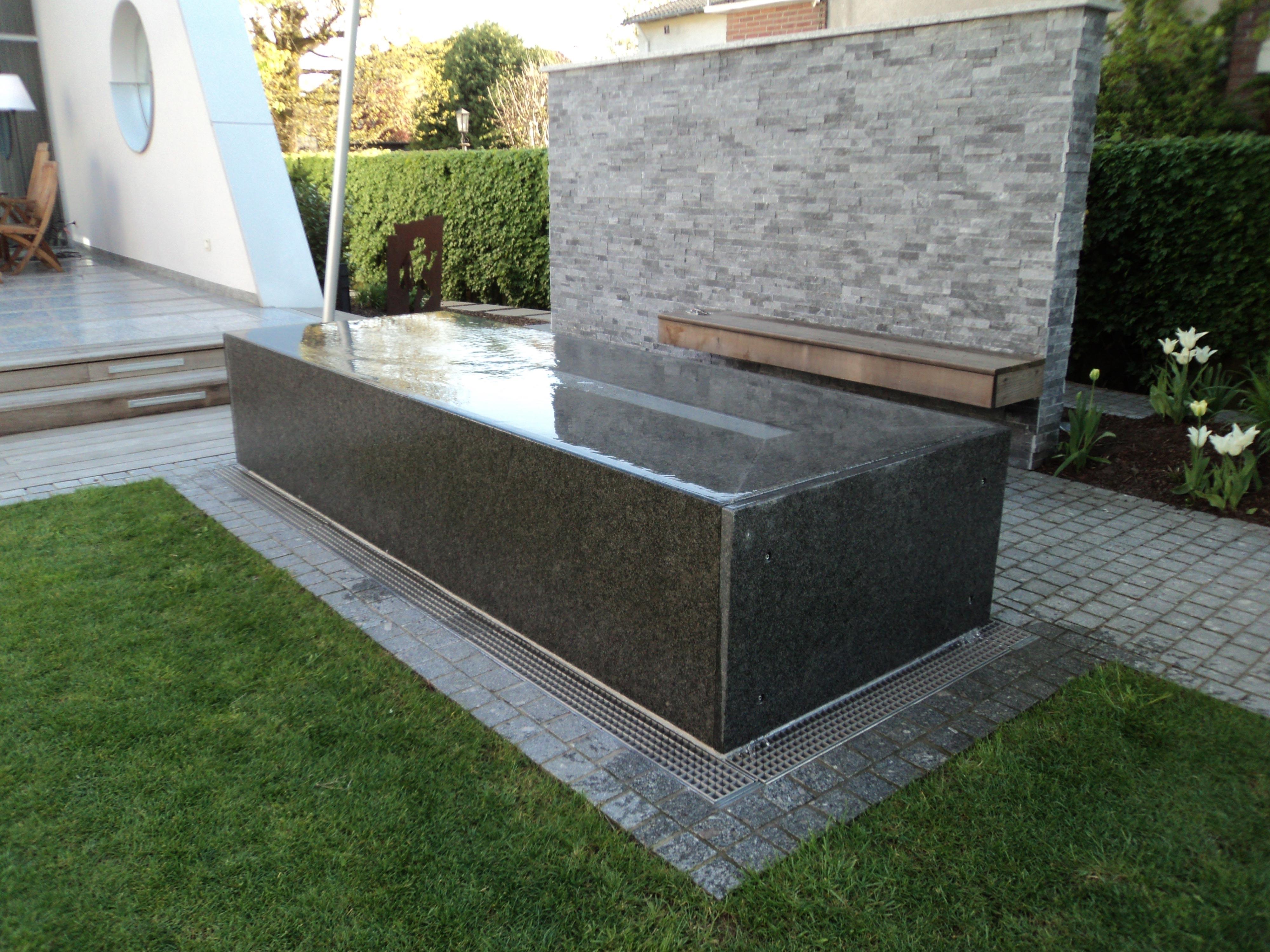 granitwassertisch-wasserablauf01_web.jpg