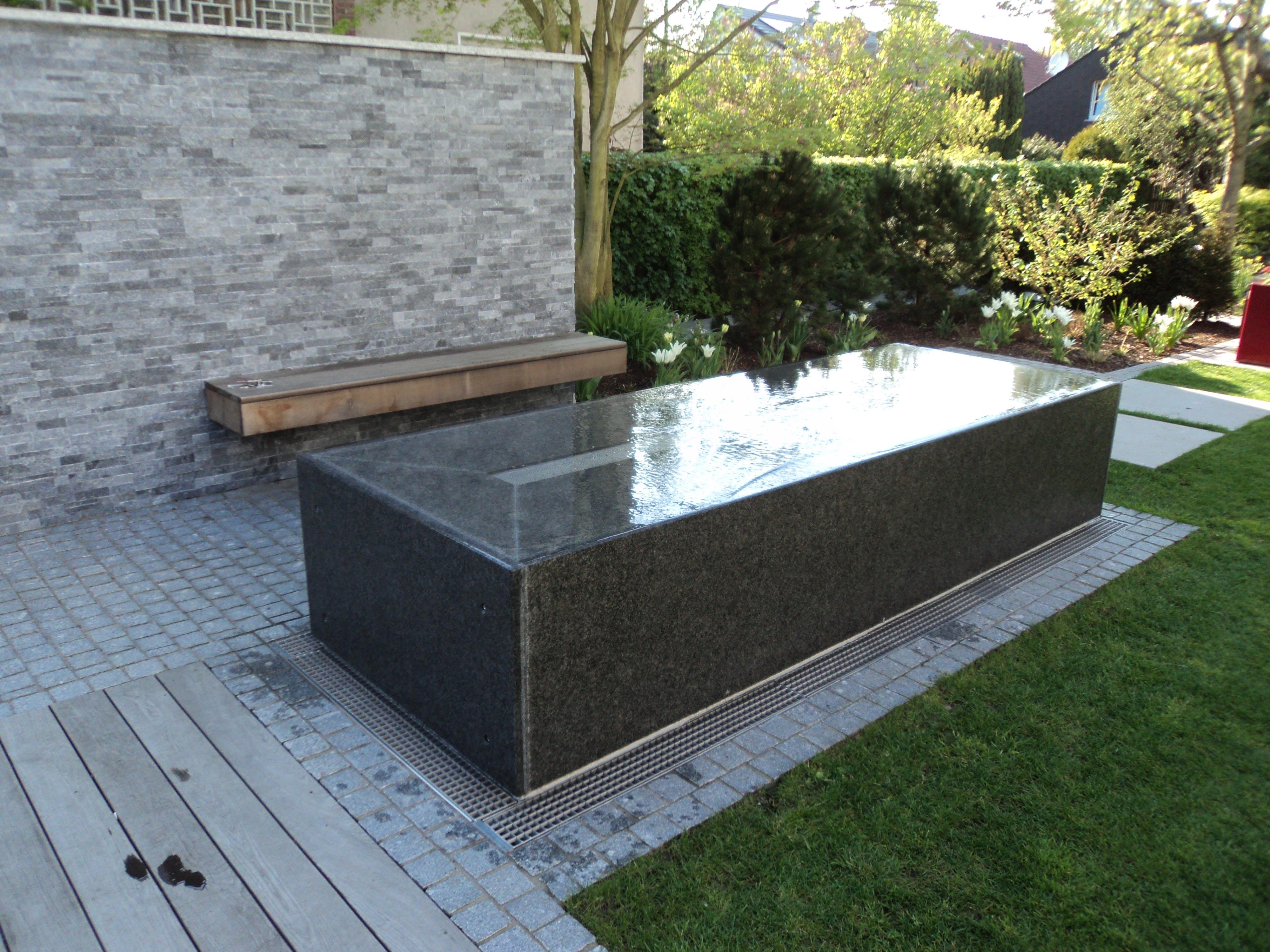 granitwassertisch-wasserablauf02_web.jpg