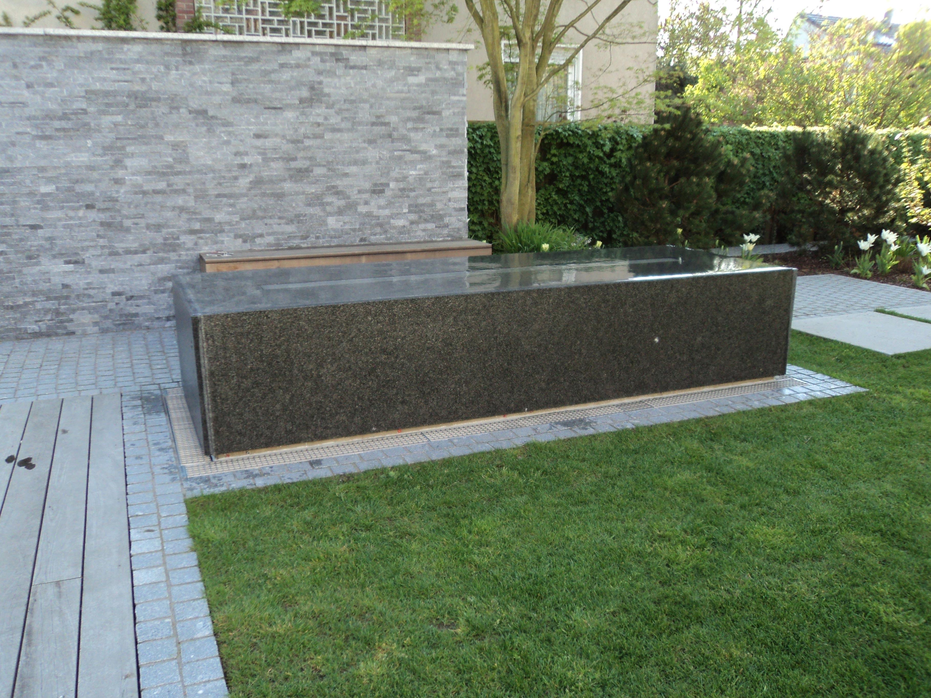 granitwassertisch-wasserablauf03_web.jpg