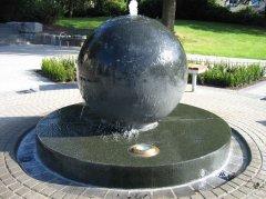 granitkugelbrunnen2_4x3_web.jpg