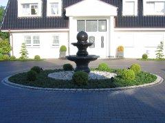 zweischalen-granitbrunnen1_4x3_web.jpg