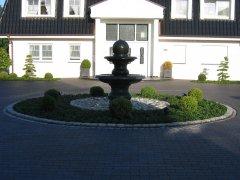 zweischalen-granitbrunnen2_4x3_web.jpg